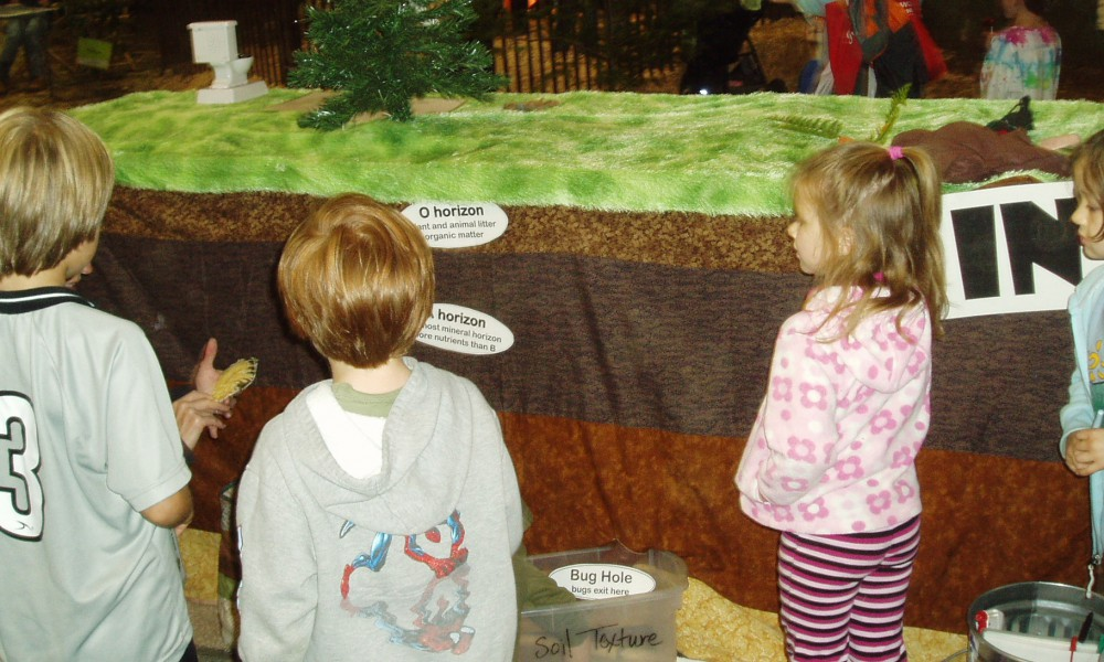 Kids Day for Conservation Soil Tunnel © H. Keirstead