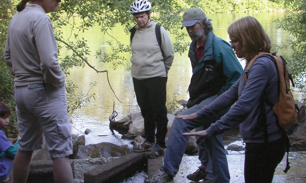 Karen Hans and tourists at Dixon Creek/Willamette Confluence © H. Keirstead