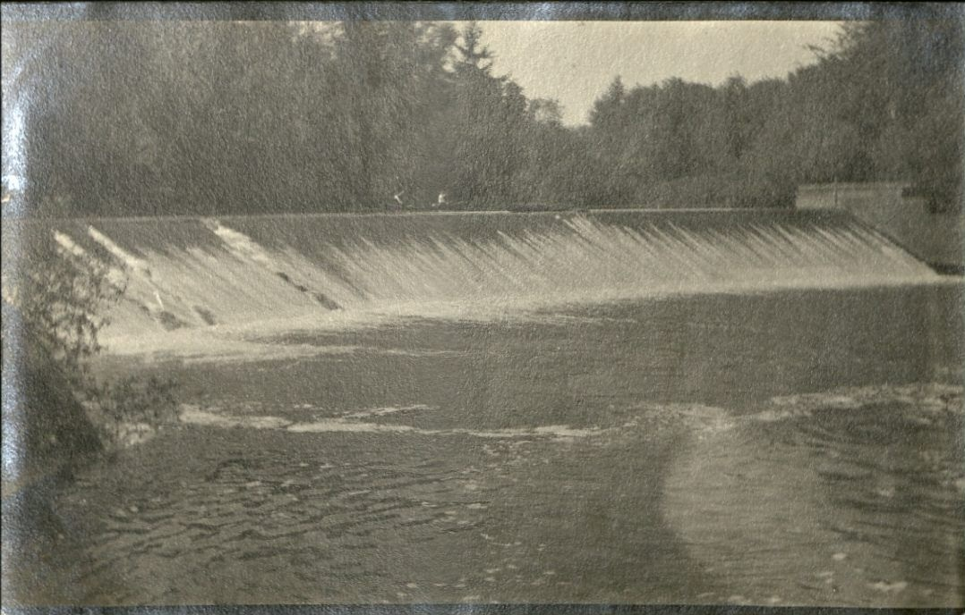 Picture of Dam on Marys River at Mill Race Inlet ca. 1915 . Courtesy of Benton County Historical Museum.