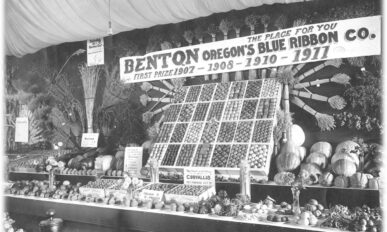 First prize-winning decorative display at Benton County Fair in 1912.